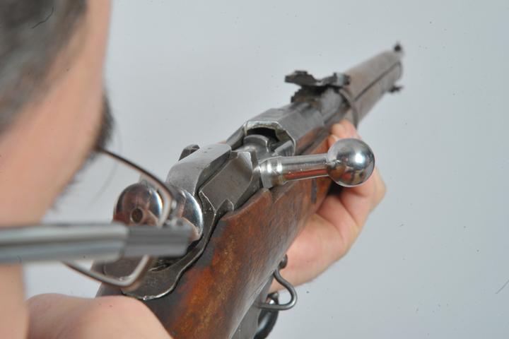 ВБрянске участкового подозревают вторговле оружием