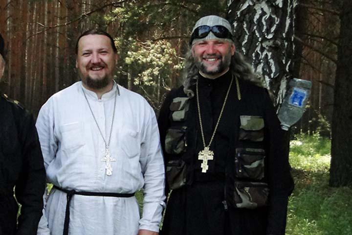 """Отец Иоанн (на фото справа) выбивается в ряду своих """"коллег"""""""