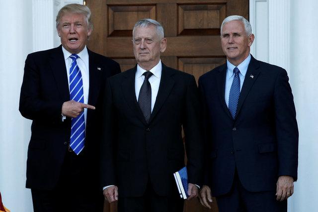 Слева направо: Дональд Трамп, Джеймс Маттис и Майк Пенс. После встречи с генералом Трамп заявил, что Маттис — это «то, что надо», но объявлять его новым шефом Пентагона пока не стал. Сказал: «Посмотрим»