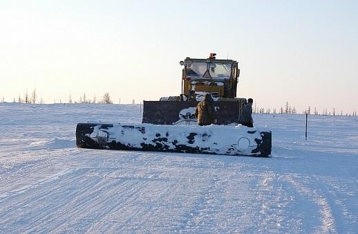 ВЯНАО при строительстве зимника умер тракторист