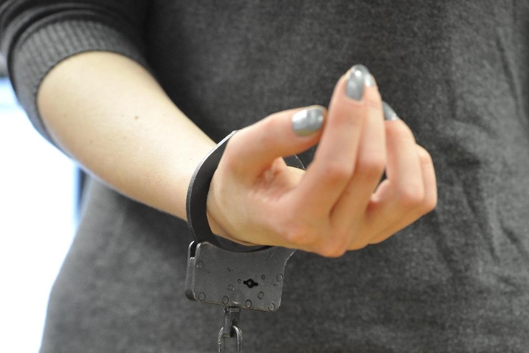ВКирове при сбыте спайса задержали 22-летнюю девушку