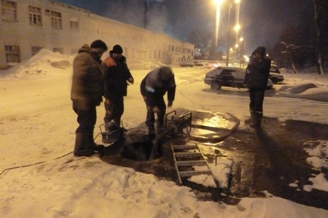 НаКомсомольской прорвало трубу: без тепла остались 15 домов и1 детсад