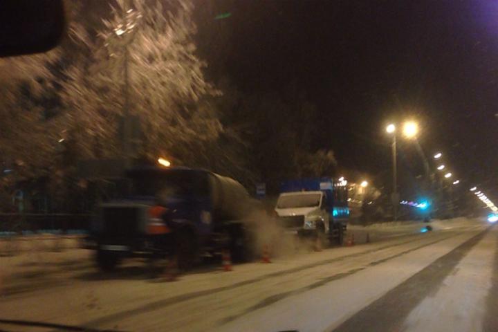 ВОмске в основном округе дорогу залило водой