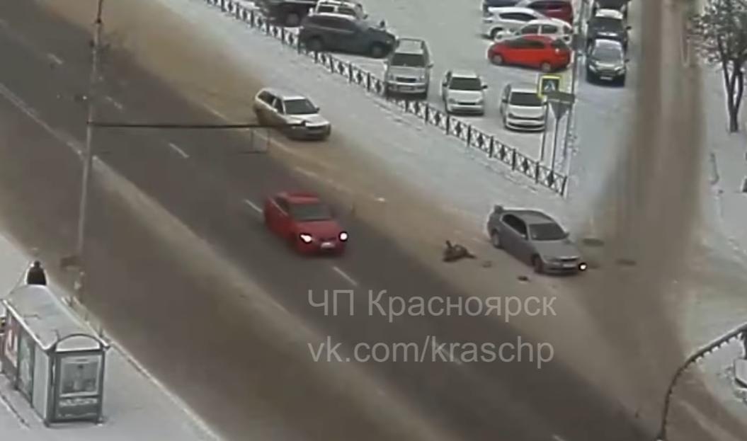 Вцентре Красноярска иностранная машина сбила женщину