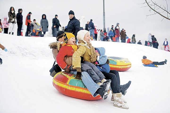Если погода позволит, лучше побольше времени проводить с детьми на свежем воздухе.