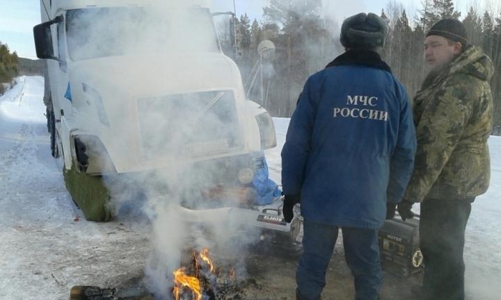 Натрассе вБогучанском районе едва незамерз дальнобойщик