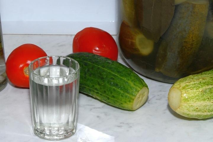 Повышение минимальной розничной цены на водку — одна из мер борьбы с дешевым контракфактным алкоголем