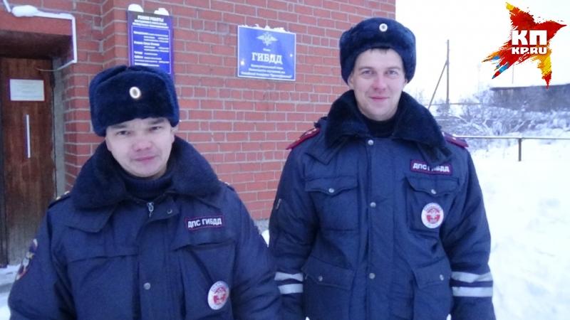 Насвердловской трассе полицейские спасли замерзающую семью смаленьким сыном