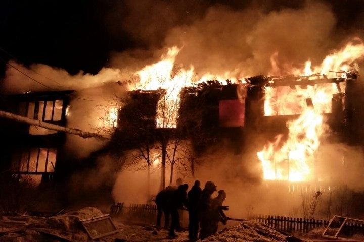 ВПрикамье сгорел дом: без крыши над головой осталось 16 семей