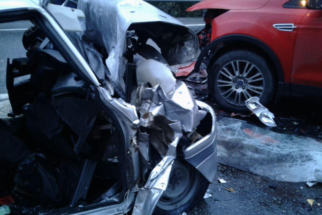 Натрассе Джубга— Сочи влобовом столкновении умер шофёр ВАЗ