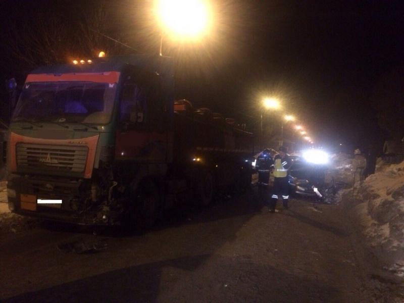 ВСамаре при столкновении с фургоном пострадал шофёр легковушки