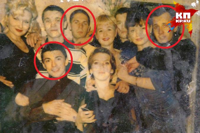 Двое человек с этого снимка исчезли. Тело Василия (верхний ряд, крайний справа) нашли в лесу. Алексей Блинов (третий слева) считается без вести пропавшим. А Сергея Богачева (нижний ряд) считают виновным в этом