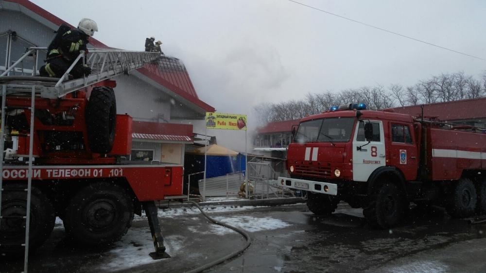 ВНовороссийске произошел пожар наЗападном рынке