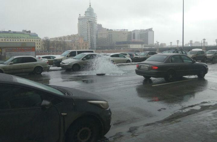 Из-за сложностей сгидрантом наПетроградской набережной забил фонтан