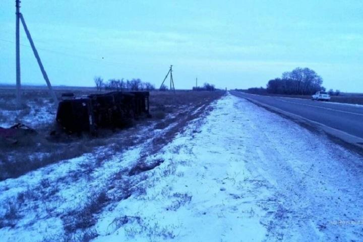ВСветлоярском районе перевернулась автоцистерна снефтью