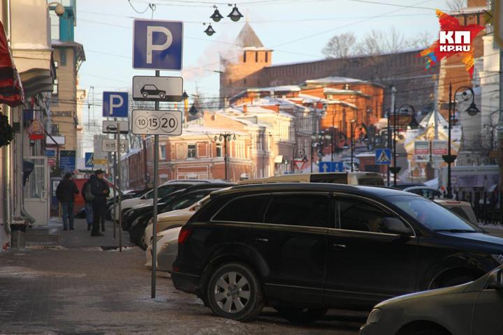 Стоимость парковки наРождественской повысили вдва споловиной раза