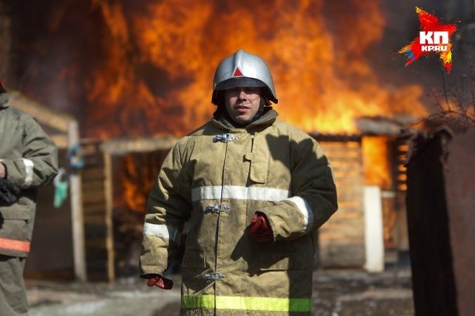 ВСухом Логу полицейские спасли человека изгорящего дома