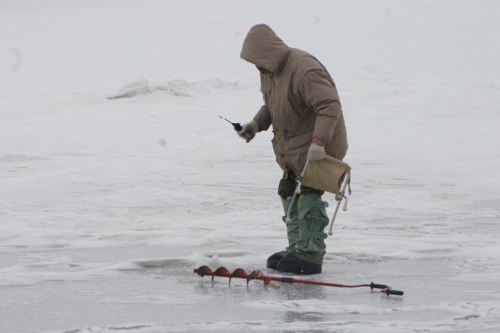 ВПерми 2-х рыбаков забрало ночью наоторванной льдине