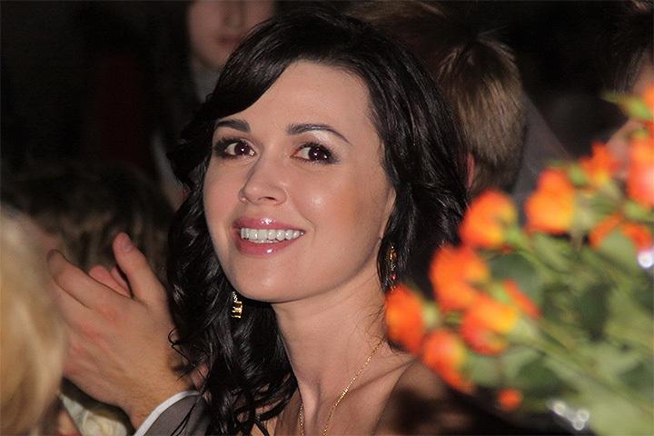 Артистка  Анастасия Заворотнюк пойдёт под суд замногомиллионные долги