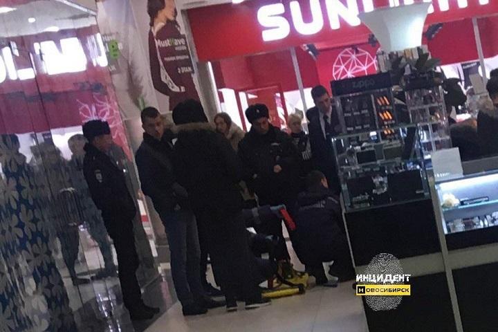 Новосибирец упал со 2-го этажа в коммерческом центре