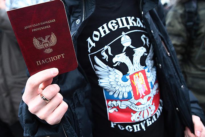 Порошенко предложил усилить санкции против РФ из-за принятия паспортов ДНР иЛНР