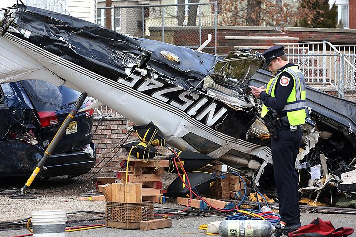 ВНью-Джерси пассажирский самолет упал среди города