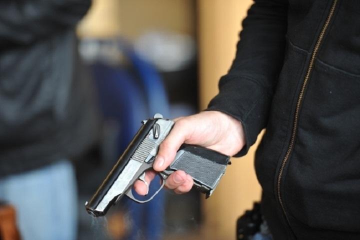 ВАбинске пьяная майкопчанка угрожала пистолетом продавцу магазина