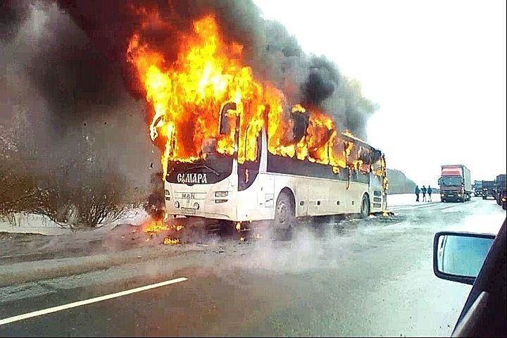 Междугородный автобус изСамары сгорел натрассе вЧувашии
