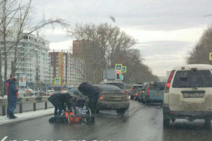 ВКрасноярске сбили инвалида-колясочника