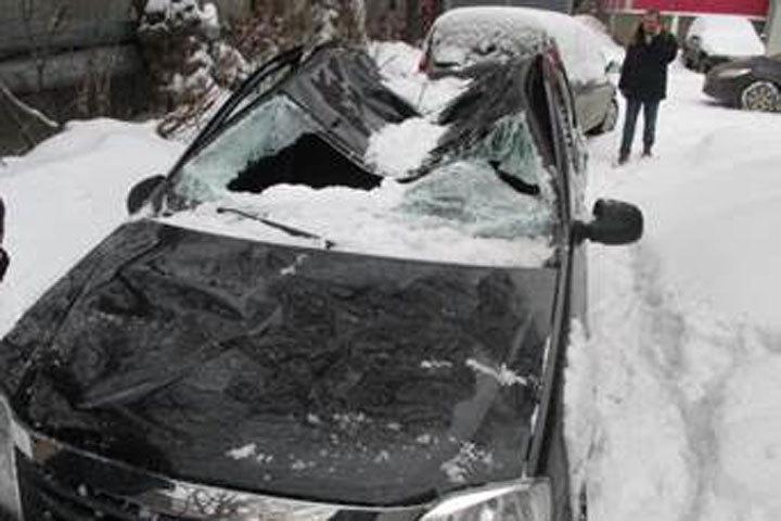 Страховые агенты составили рейтинг сосулек, нанёсших наибольший вред любителям автомобилей