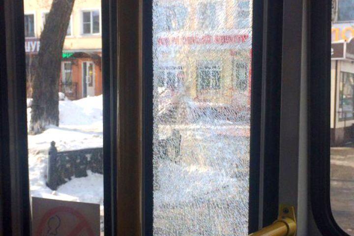 Вюжной столице Кузбасса был обстрелян автобус спассажирами