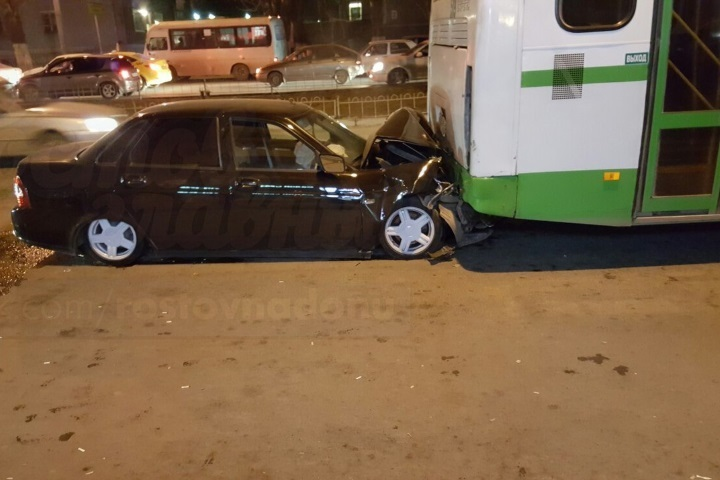 ВРостове случилось ДТП сучастием пассажирского автобуса, есть пострадавшие