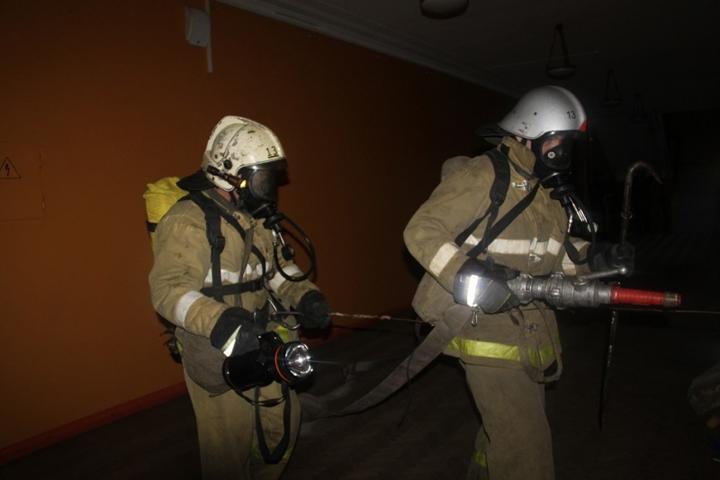 ВПетербурге эвакуировали 50 человек из-за загоревшейся кухни вквартире