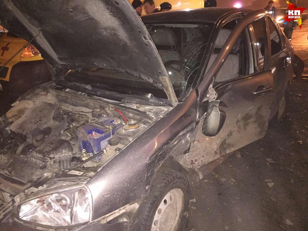 Вночной трагедии пострадали три девушки иодин мужчина