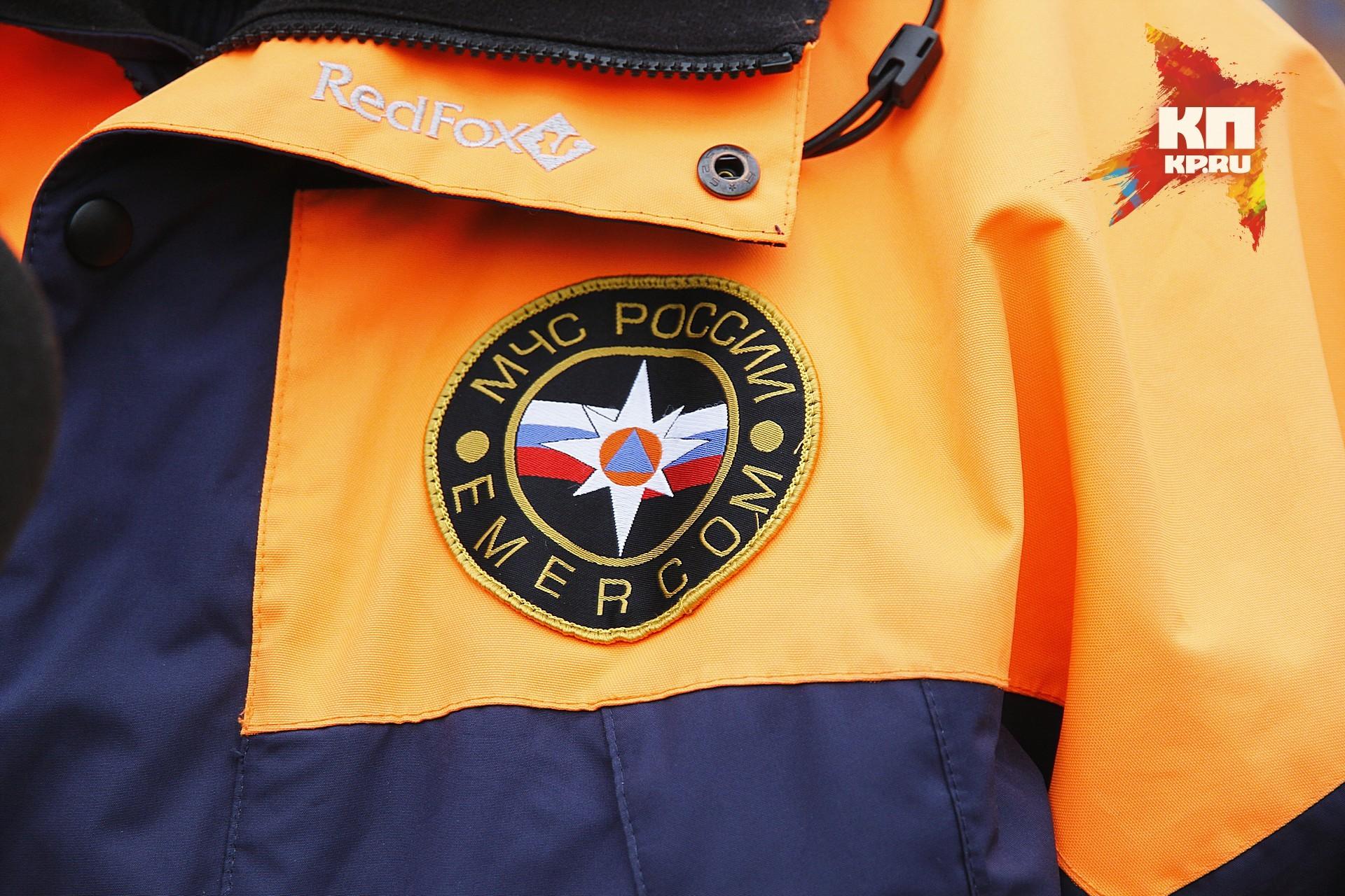 Cотрудники экстренных служб искали спрыгнувшую сОктябрьского моста девушку