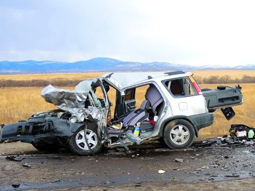 Один человек умер ичетверо пострадали влобовом ДТП наприморской трассе