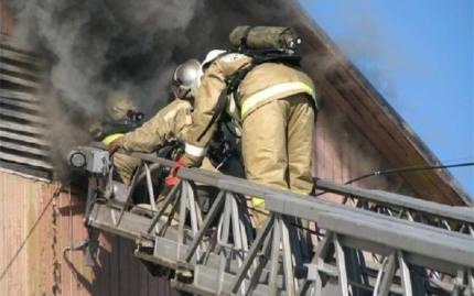 Впоселке Уренгой Пуровского района горел жилой деревянный дом