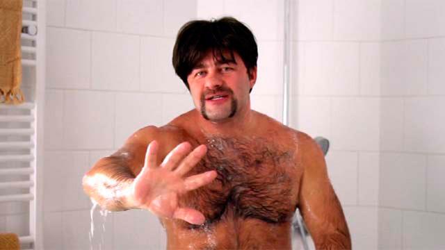 В новом сериале «После школы» Михаил Пореченков сыграл учителя физкультуры. А ведь казалось, актер сроднился с амплуа героя крутых боевиков (он даже получил премию ФСБ).