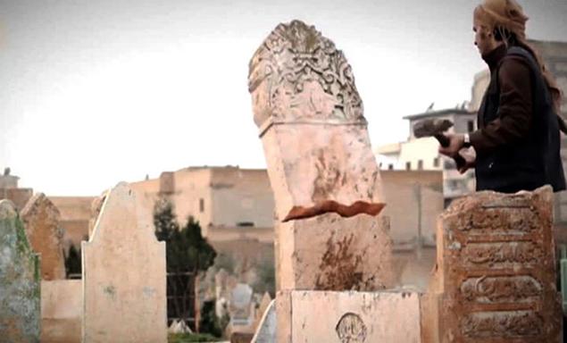 Ранее под ударами боевиков так называемого Исламского государства оказался также всемирно известный археологический музей в Мосуле