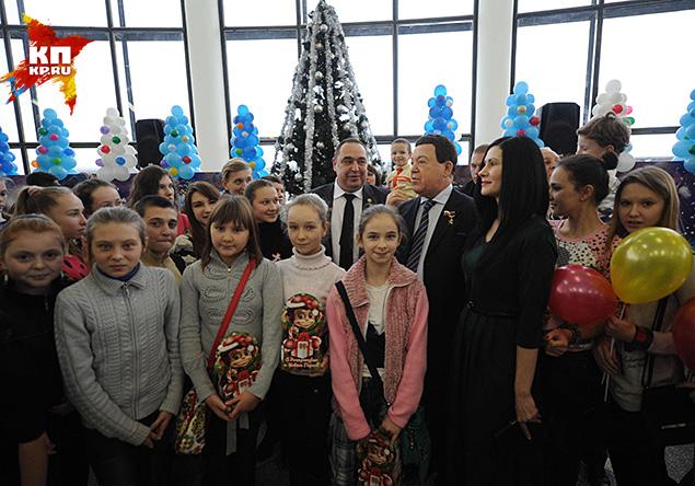 На ремонт Луганского цирка выделили несколько миллионов рублей. И вот луганчане пригласили земляка на открытие восстановленного здания цирка Фото: Владимир ВЕЛЕНГУРИН