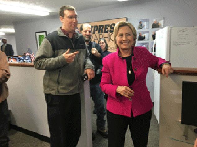 Хиллари Клинтон в редакции The Conway Daily Sun.