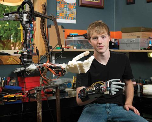 Еще одна разработка - робот-манипулятор с обратной тактильной связью Фото: Предоставлено организаторами