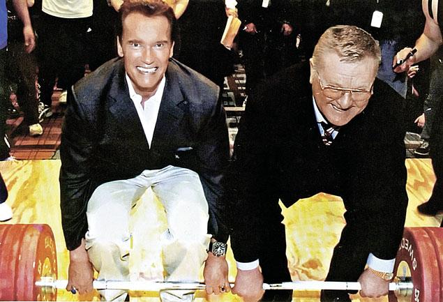 Арнольд Шварцнеггер (слева), который с детства был фанатом Жаботинского (справа), однажды поднял с ним штангу и сказал своему кумиру: «Леонид, с самого детства я за тебя болел. Даже во время токийской Олимпиады, хотя там выступали Шемански и Губнер...» Фото: семейный архив.