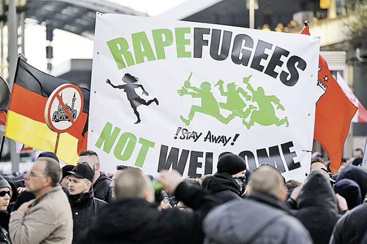 События в Кельне вывели на улицы противников миграционной политики властей Фото: REUTERS