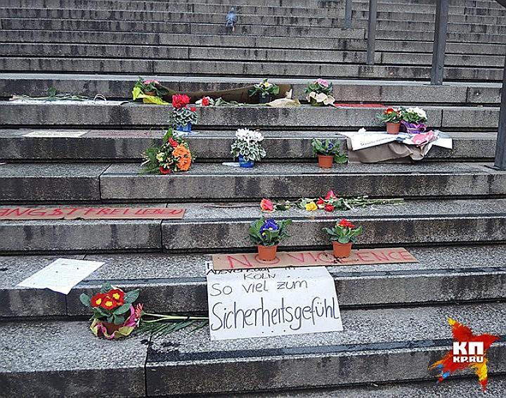 Мемориал жертвам насилия в новогоднюю ночь у Кельнского собора Фото: REUTERS