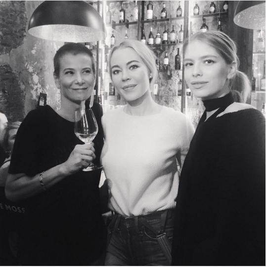 Юля Высоцкая с дизайнером Ульяной Сергеенко и моделью Еленой Перминовой. Фото: Инстаграм.