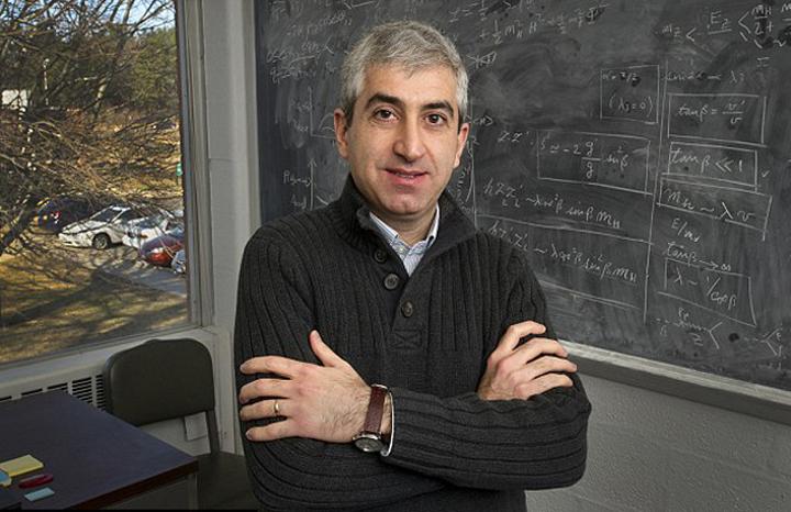 Доктор Хуман Давудьясл  - один из авторов теории двух Больших Взрывов.