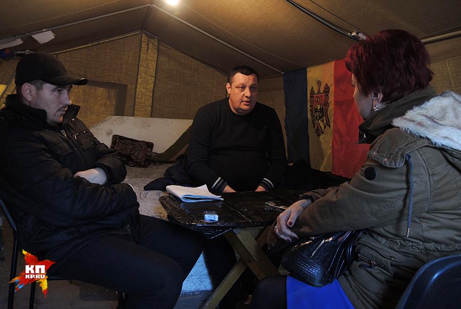 Дискуссии в палаточном городке Фото: Дарья АСЛАМОВА