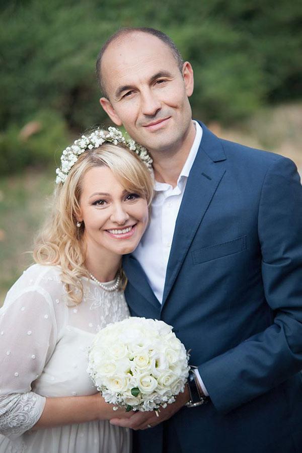 Прежде чем прийти к алтарю Юрий Нэстас и Лорена Богза встречались 7 лет, на свадьбу они решились только в 2014 году. Сейчас супруги воспитывают дочку Дарью. фото: unica.md