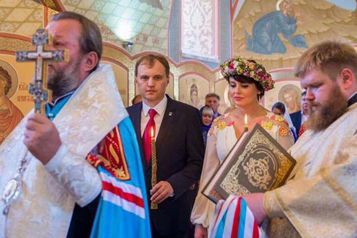 Свадьба лидера левобережья Евгения Шевчука с главой МИД Приднестровья Ниной Штански стала самым обсуждаемым событием 2015 года. А в январе 2016 у них родилась дочь Софья. фото: личный архив